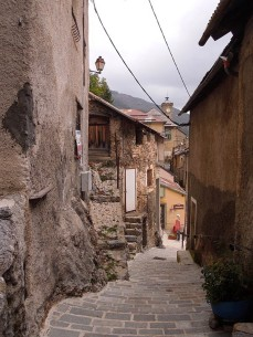 An alley of Roubion
