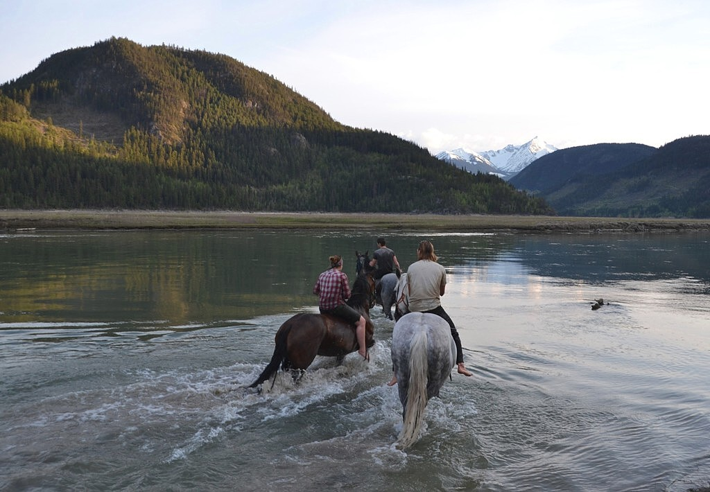 Carpenter Lake with the horses